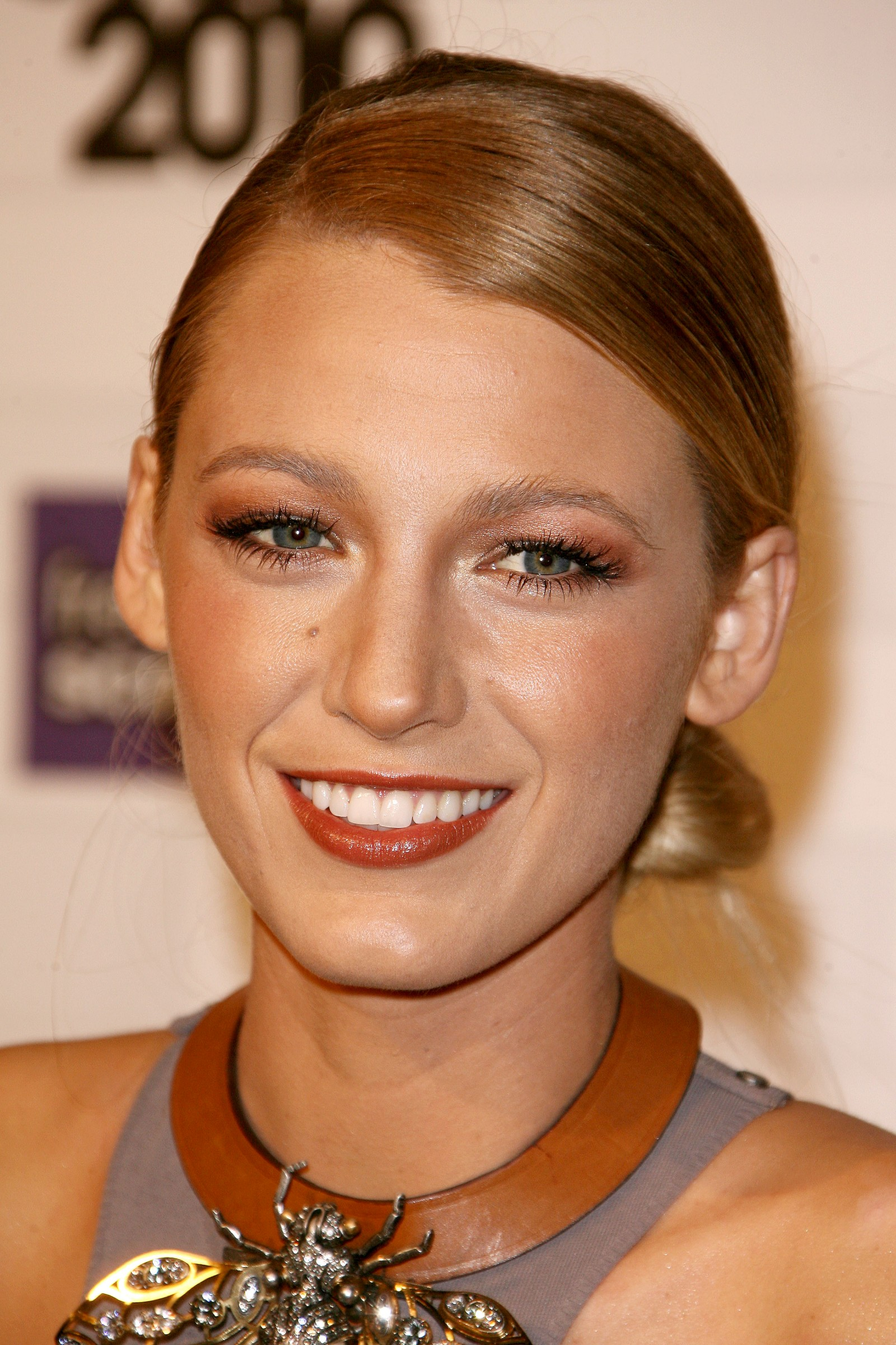 blake lively hairstyles-28